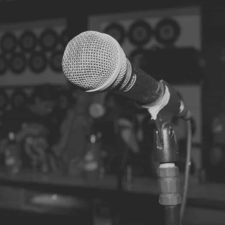 Micrófono en un bar