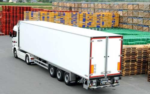camion transportando mercancias